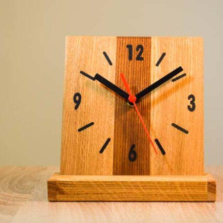 Drveni stoni sat